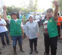 Warga Surabaya Bersemangat Bersih-Bersih Sungai