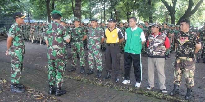 Memperingati Hari Peduli Sampah Nasional LDII Surabaya dan TNI Kompak Bersih-Bersih Kota.