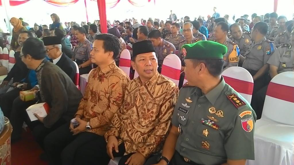 Dari kanan: Dandim 0830/Surabaya Utara Letkol Inf Ahmad Fikri Musmar, Ketua DPD LDII kota Surabaya Drs. Ec. H. M. Amien Adhy, Sekretaris DPD LDII kota Surabaya Achmad Setiadi, SE.