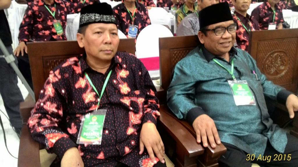 Dari kiri: Ketua DPW LDII Jawa Timur Drs. Ec. H. M. Amien Adhy bersama Ketum DPP LDII KH. Prof. Dr. Abdullah Syam, M.Sc.