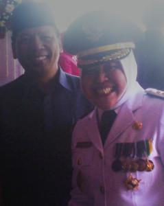 Ketua DPD LDII kota Surabaya Drs. H. M. Amien Adhy bersama Wali kota DR(HC). Ir. Tri Rismahari, MT