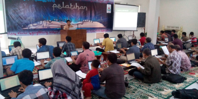 Pelatihan Maktabah Syamilah PC LDII Kenjeran yang diselenggarakan di Aula Masjid At-taqwa, Wonokusumo, Surabaya, Rabu (9/3/2016).