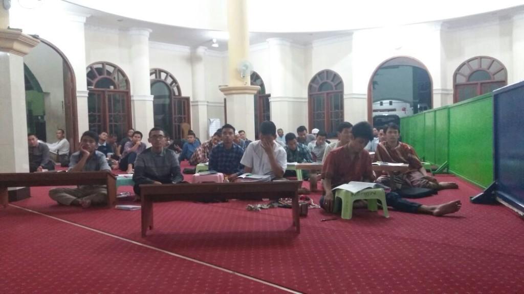 Peserta CAI putra di Masjid Khoirul Huda, Nginden.