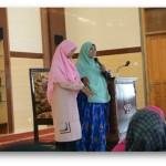Hj. Erna Chriswanto saat  memberi materi tentang thoharoh di Masjid Nurul Hikmah, Gunung Anyar, Surabaya (4/12)