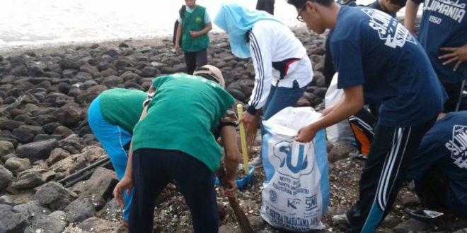 LDII Ikut Bersih-Bersih Pantai Nambangan